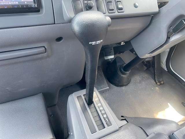 現車確認の際はお電話事前にお願い致します。シビリアンバス入庫です!ライトブルーに全塗装済みのボディはキズも少ないです。ディーゼルオートマ車で運転しやすい1台。送迎用などでお考えの方是非ご連絡下さい。