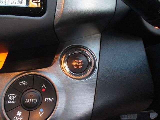 〔スマートキー&プッシュスタートスイッチ〕ボタン1つでエンジンを掛けられるプッシュスタート車です(^^♪スマートキーはバッグへ入れておくだけで手に持つ必要はありません(^^♪