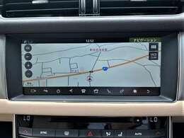 センターコンソールには10インチタッチスクリーンを装備。スマートフォン同様の直感的な操作性が可能で4x4インフォメーションを始めとしてTVチューナー・ナビゲーションシステムも装備されています。