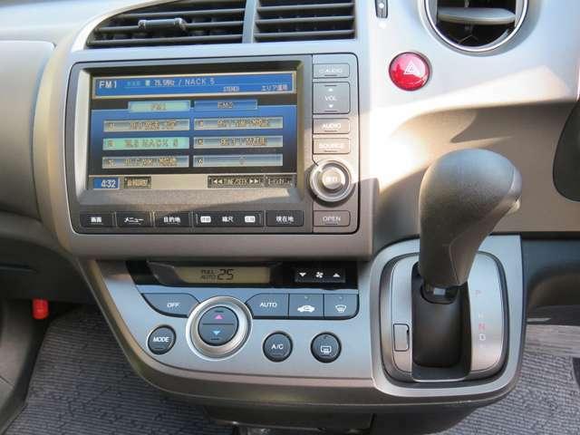 メーカー純正のインターHDDナビとオートエアコン装備