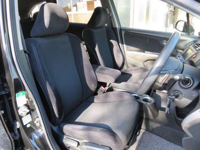 大きな傷や破れ、切れ、焦げ穴等なく、とてもきれいな状態の室内です。(禁煙車両)/前席シート