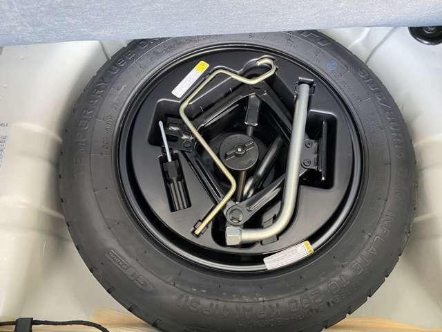 フルサイズスペアタイヤを床下収納に完備!