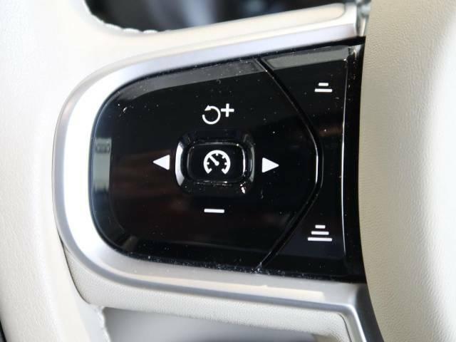 ◆パイロットアシスト『走行中に車線から逸脱しないよう自動的にステアリングの修正をおこない、ドライバーの負担軽減をサポート。2017年モデルより装備されたボルボの先進装備の一つとなっています。』