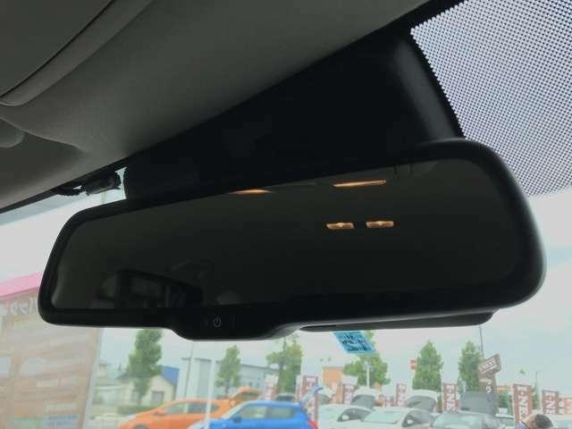 【自動防眩ルームミラー】後続車のヘッドライトによる眩惑を防ぎます。