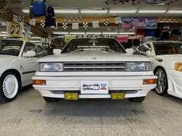 直線基調のデザインが80's日産してますが車種不明ですね!結構ハンサムな顔してませんか?
