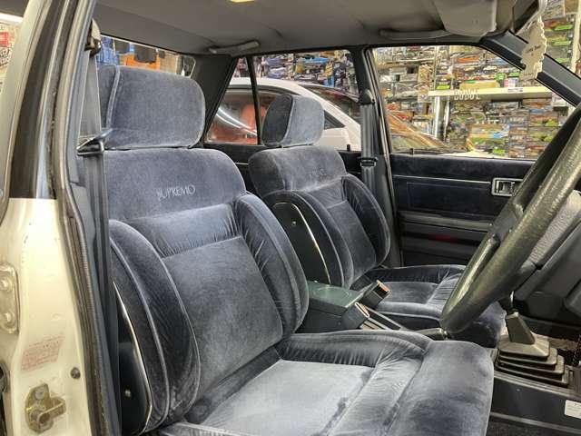 フロントシートも綺麗です!青内装いいですね!