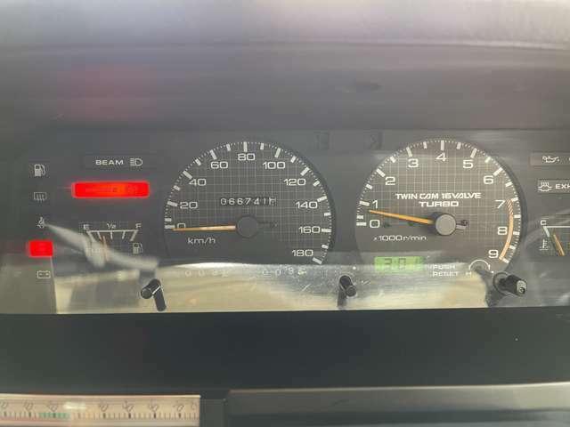 実走行6.7万キロ!機関良好です!メーターにもTWINCAM 16VALVE TURBOの文字が!乗るたびにやる気を誘います!