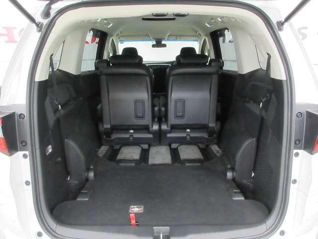 3列目シートは床下収納式になりますので、最大限荷室の空間を広々活用できます!