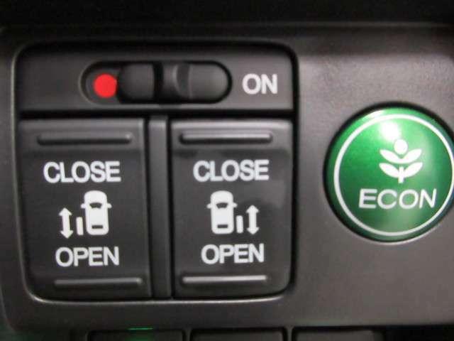 両側電動スライドドアも装備しておりますので、お子様が乗る際に運転席からの開閉が可能に!キーレスでも操作可能です!
