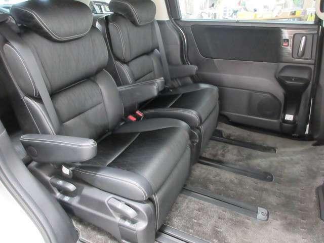 後席の足元も広く快適な座席空間ですので、是非座ってみて下さい!
