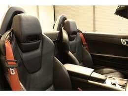 綺麗な状態の維持された、ブラックレザーシート。シートヒーター、エアスカーフなど多機能設計でカーライフをサポートします。