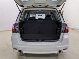 5名乗車時でも日常の買い物程度の荷物は余裕で収納することができます!