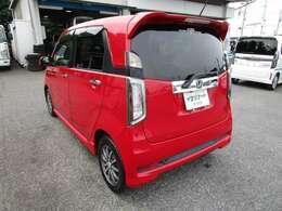 N-WGNの左リヤビュー 高熱線吸収/UV機能付プライバシーガラスで、車内の紫外線&プライバシーをシャットアウト