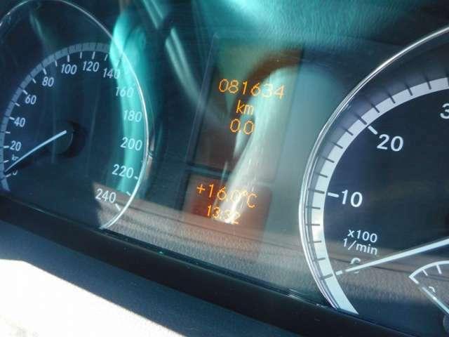 このお車は、走行距離81,000kmと少々多いいですが、他社様の3万kmから6万kmのお車よりもお客様にご納車するまでの整備点検、内外装クリーニングの仕上がりは比較にならない程自信がございます。