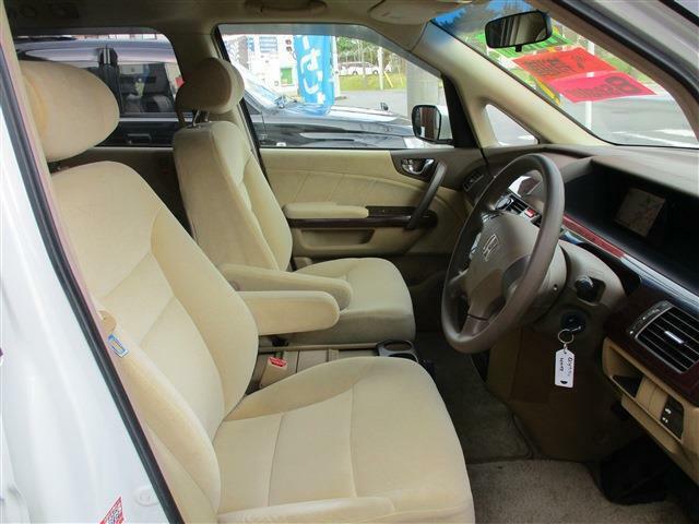 運転席&助手席のシートもふかふかで乗りやすい!