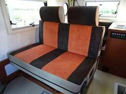 セカンドシートは前向き乗車可能になっております♪