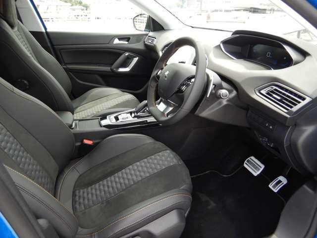 フランス車らしく座り心地の良いシートはホールド性も良好です!