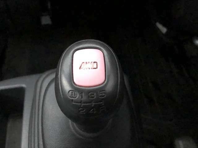 EL(エクストラロー)付5速マニュアル♪4WDの切り替えもボタン1つです♪