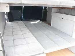 広々としたダイネットベッド!就寝人数2名!120cm×180cm!