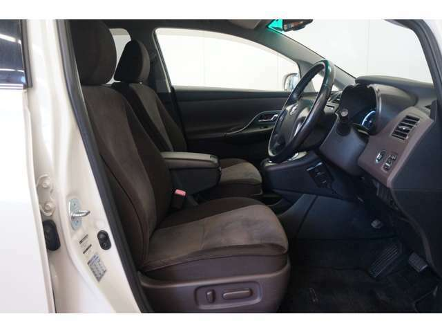 普段使いから通勤、ドライブまでこのシートに座って行きましょう!助手席から見える景色は、運転席からとはまた違った魅力を発見できるはずです!