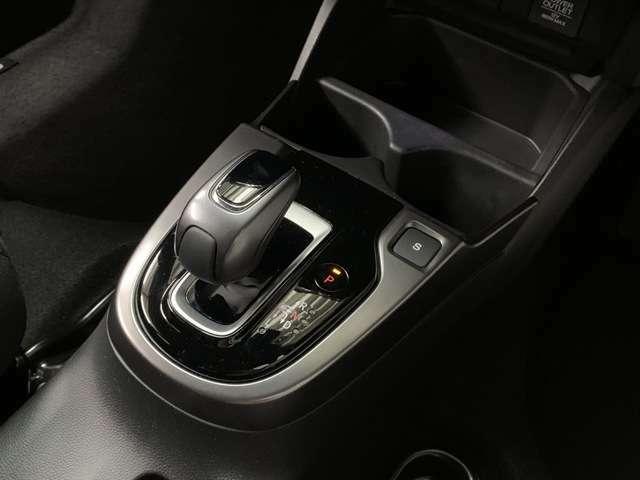 ハイブリッド車ならではの操作のしやすいシフトノブです!是非一度ご乗車してみてください!