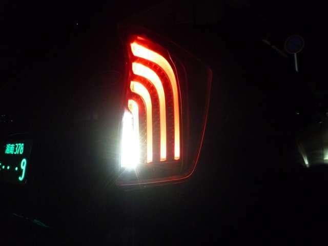 ●点灯時●社外品の緊急ブレーキシグナル機能付き●急ブレーキでハザードランプ点滅・ロアロック解除します
