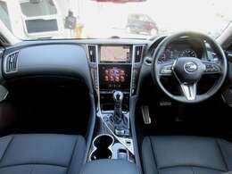 メーカー装着のメモリーナビ・ETC2.0・プロパイロット・ドライブレコーダー・インテリジェントキー等を装備する運転席廻り。