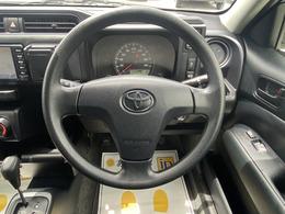 シンプルな運転席。運転は軽いハンドル回しで疲れ知らずです。