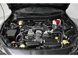 エンジンルームもピカピカ!水平対向ボクサーエンジンです。