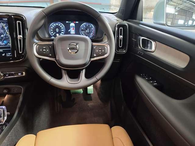 運転が楽々な電動アシストパワーステアリングを採用ステアリングホイールには運転に集中しやすい様にスイッチ類が配備されております。