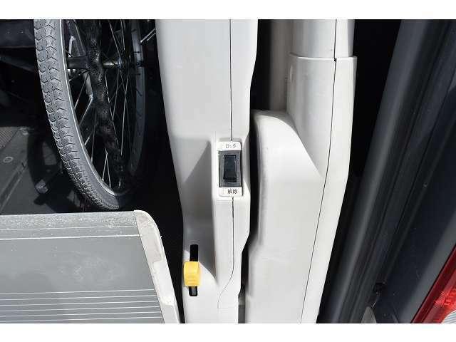 固定もこちらのスイッチ一つで出来ます♪【車いす装着例】