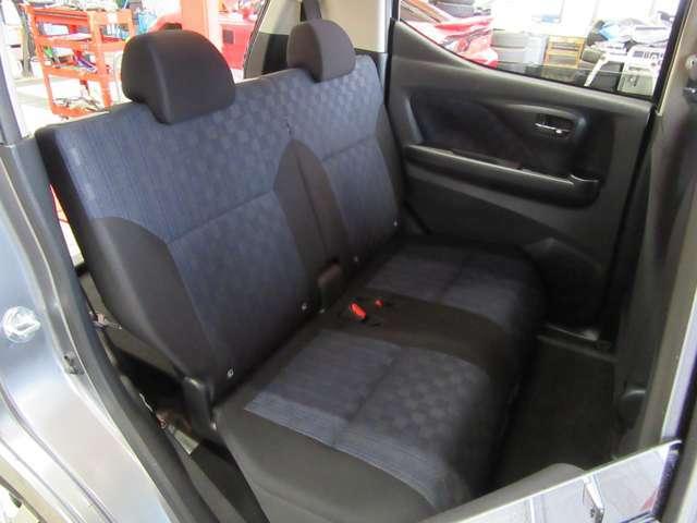 後部座席スペースも清潔な状態です。