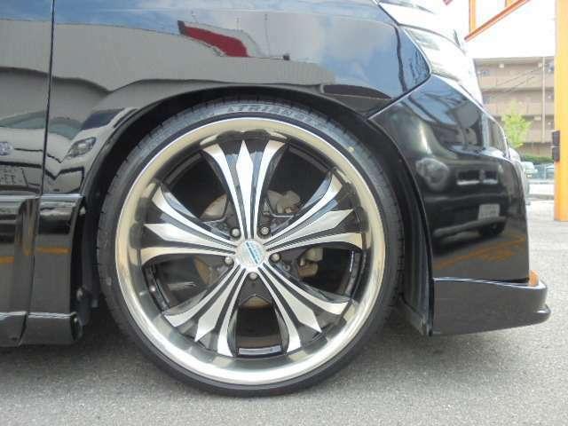 新品タイヤ装着で安心の22インチアルミ!