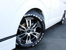 足回りにはDelf02を装着済み! タイヤはナスカーホワイトレタータイヤを合わせています。