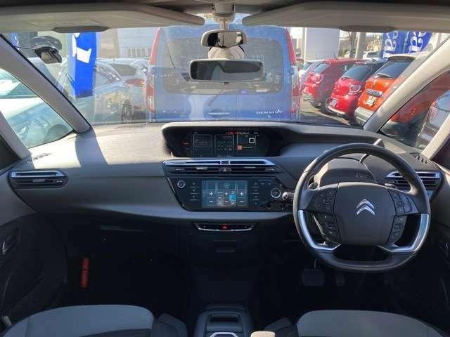 フランス車ならではのオシャレな内装がオススメです!