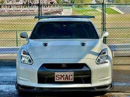 メーカー:日産 車種:GT-R グレード:ベースグレード 走行距離:24,000km 色:ホワイト