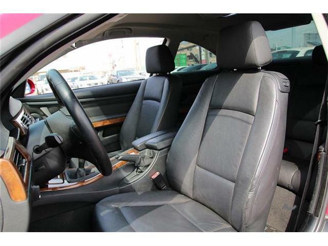 高級感溢れるブラックレザーシートです!座り心地も良くロングドライブも疲れません!