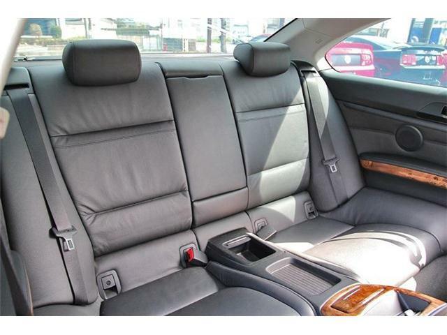 後部座席はほとんど使用感が無くキレイなコンディションです!