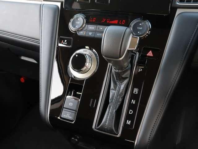 【 ダイヤル式ドライブモードセレクター 】状況に応じてモード選択することにより前後輪の駆動力を最適に配分し確かな走破性を実現します!