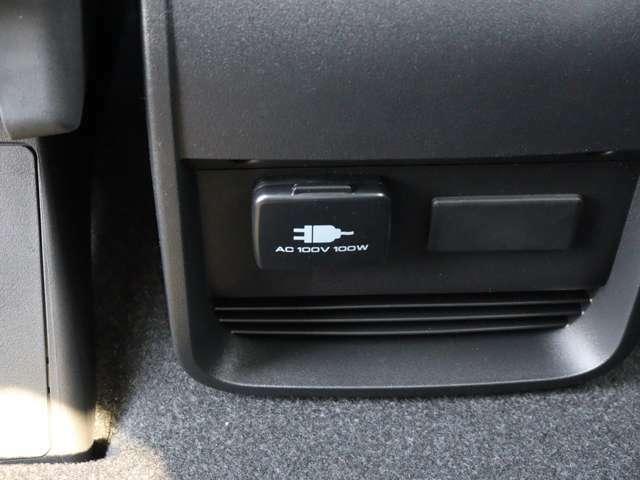 【 アクセサリーコンセント 】センターコンソール裏にはアウトドアや災害時にも役立つAC100V電源を搭載!