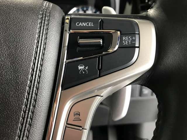 【レーダークルーズコントロール】設定速度を一定にキープし続けるクルーズコントロールの機能に、先行車に追いついた際には、自動で減速し一定速度で追従してくれます