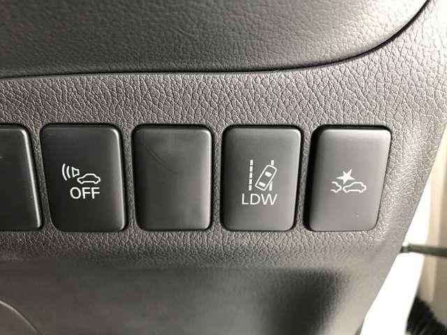 【衝突被害軽減ブレーキ付き】アクセルの踏み間違いや、走行中衝突のおそれが高まった場合に自動で 衝突回避・被害軽減を支援してくれます!