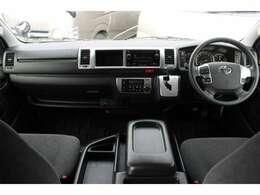 トヨタセーフティセンス/Wエアバッグ/ABS/スマートキー/イモビライザー/アクセサリーコンセント(AC100V)/純正ETC/フロントオートエアコン/リヤクーラー/リヤヒーターが装備されています。
