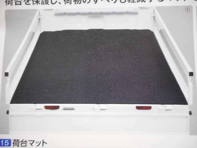 Bプラン画像:荷台の保護&荷物の滑りも軽減してくれる、荷台マット。(スズキ純正品)
