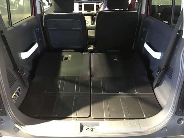 2人乗り状態にシートアレンジすれば、後部はこんなに広いスペースになります。サマーにウインターにピクニックに。アウトドアを楽しみましょう^^