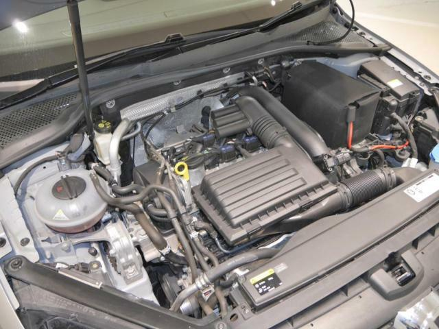 1.4L TSI エンジン。直噴エンジンに小型の水冷インタークーラー付ターボチャージャーを搭載。低回転域からのトルクフルな走りと素早いレスポンスでストレスフリーな走行を体感出来ます。