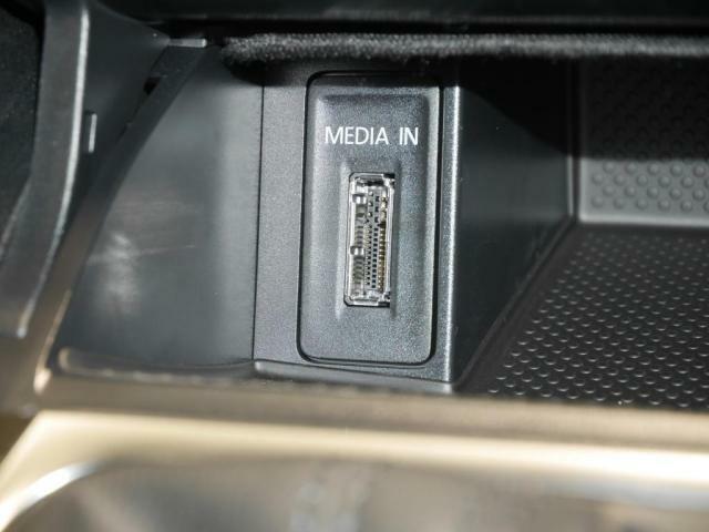 MEDIA-IN(iPodおよびUSBデバイス接続装置)