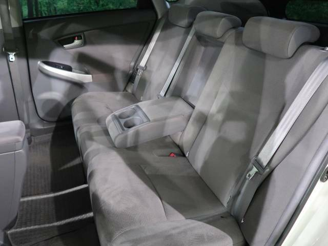 セカンドシートも使用感も少なくキレイな状態です!大人でも快適に乗って頂けます♪