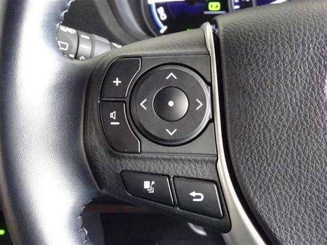 ステアリング付属のスイッチで、色々な情報をディスプレイ上で確認できます。