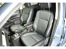 ホールド性の高いフロントシート!快適にドライブできますね! シートヒーター(運転席&助手席)装備☆